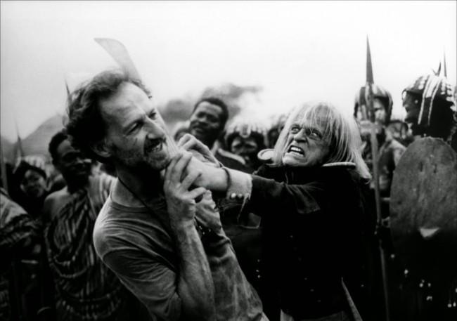 Werner Herzog e Klaus Kinski no set de 'Cobra Verde' (1987) (Foto: Reprodução / Making Of)