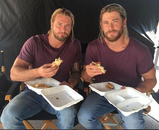 Bobby e Cris no set  (Foto: Reprodução Instagram)
