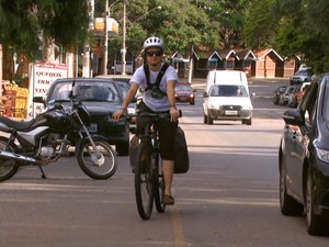 Médica de Honduras percorreu 257 km de bicicleta até Águas da Prata (Foto: Eder Ribeiro/EPTV)
