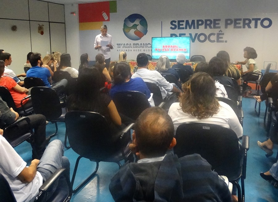 Equipe da TV Asa Branca conhece campanha do São João 2016 (Foto: Renata/ TV Asa Branca)