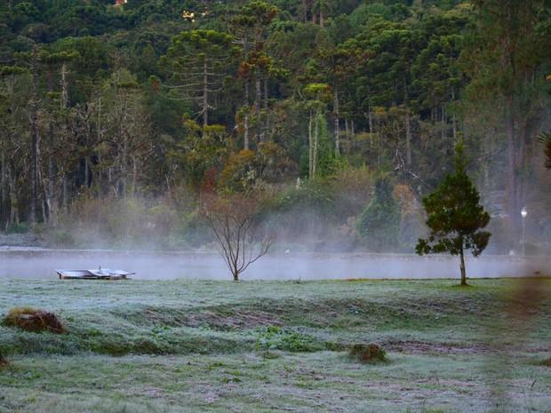 Frio de 2,3ºC provocou geada no distrito Monte Verde, em MG (Foto: Gustavo Arraes)