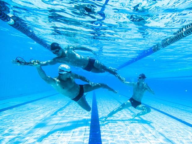 Sérgio Malheiros, Nando Rodrigues e Guilherme Leicam posam em ensaio subaquático (Foto: Raphael Dias/ Gshow)