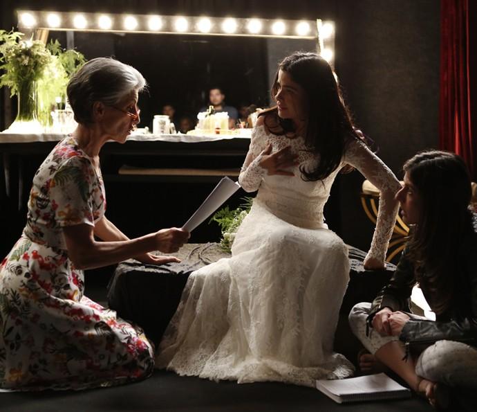 A diva Cassia Kis, mostrando todo o seu talento no ensaio com Vanessa Giácomo e a diretora Joana Jabace (Foto: Ellen Soares/ Gshow)