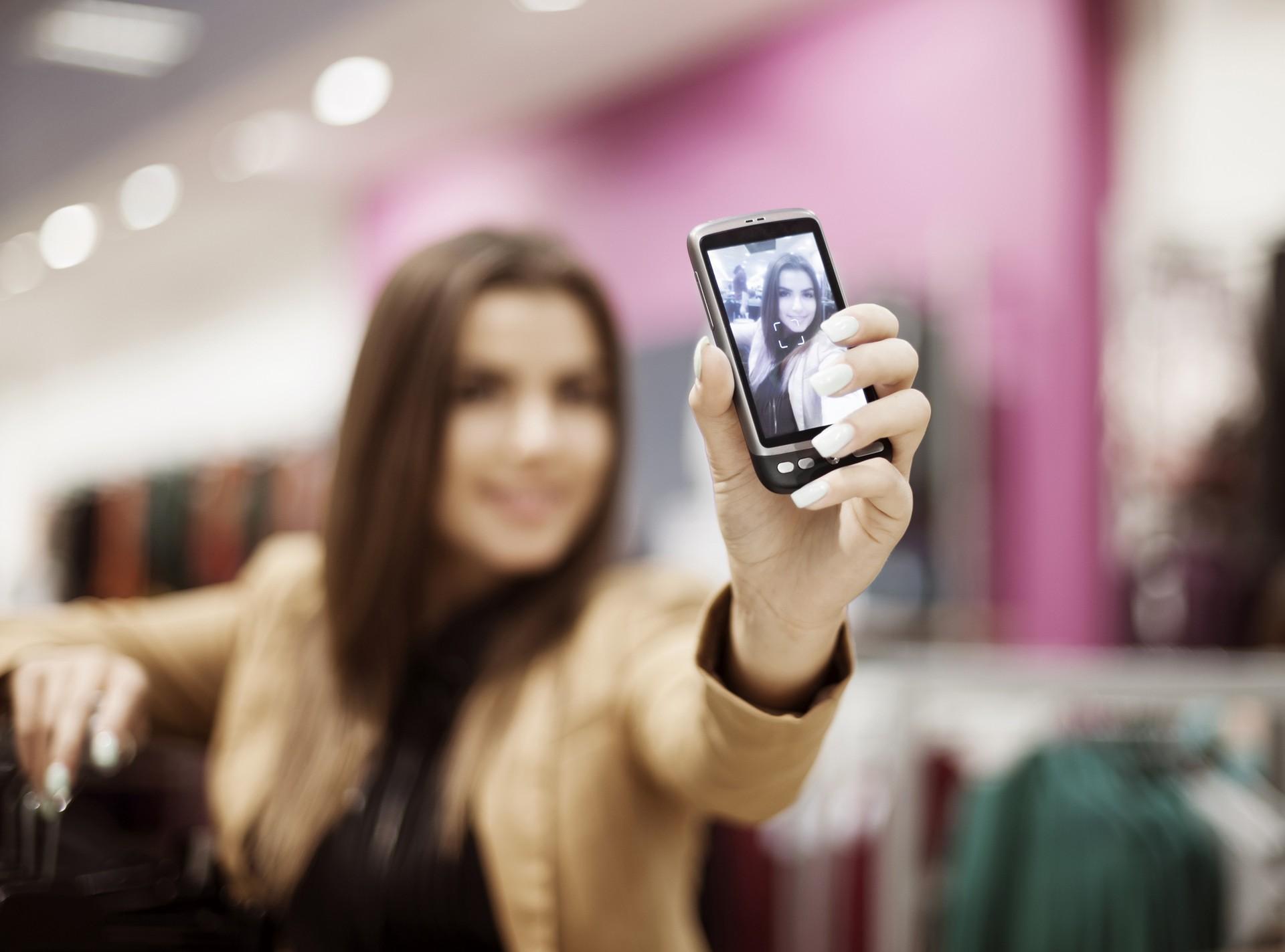 Uma das dicas do expert internacional é elevar a câmera (Foto: Thinkstock)