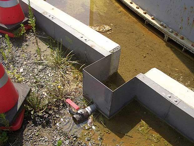 Água contaminada vazou de um tanque em Fukushima. (Foto: Tepco / AFP Photo)