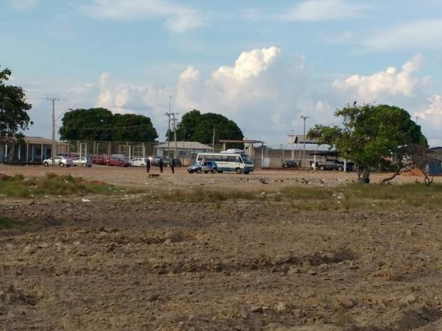 Detentos foram levados para a Penitenciária Agrícola de Monte Cristo, na zona Rural da cidade; unidade teve confronto entre facções no último domingo (16) (Foto: Marcelo Marques/G1 RR)