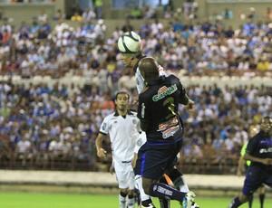 Disputa pelo alto no clássico entre CSA e ASA (Foto: Ailton Cruz/ Gazeta de Alagoas)