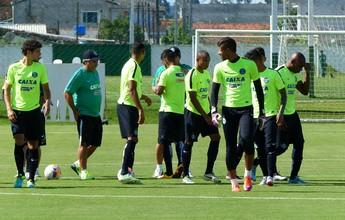 Kleina coloca time reserva em treino e não revela titulares contra o Grêmio