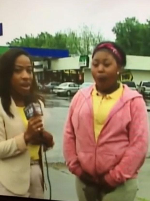 Jovem não conseguiu segurar e urinou na calça em entrevista nos EUA (Foto: Reprodução/YouTube/James Mccollum)