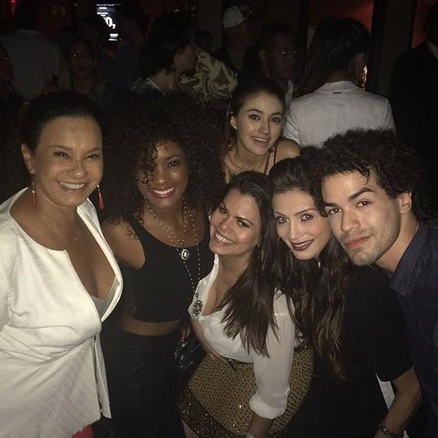 Solange Couto, Erika Januzza, Carolina Oliveira, Priscila Coellen e Sam Alves em show no Rio (Foto: Instagram/ Reprodução)
