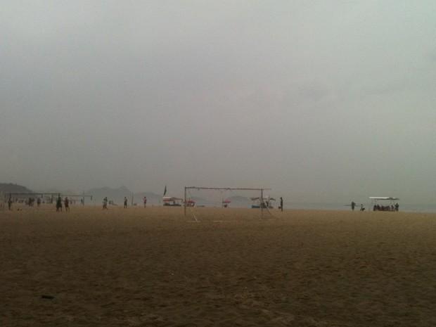 Tempo fica nublado e com possibilidade de chuva no Rio nesta terça-feira (Foto: Lívia Torres)
