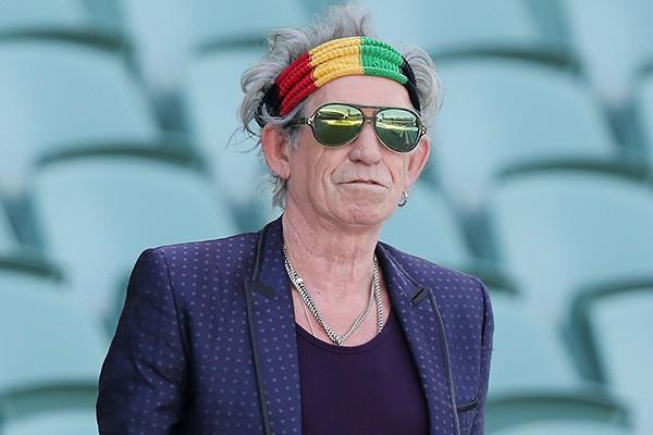 """Keith Richards afirmou ter cheirado as chamas de seu pai após ele ter sido cremado. """"Não resisti. Ele não teria se improtado"""", disse o membro da banda The Rolling Stones. (Foto: Getty Images)"""