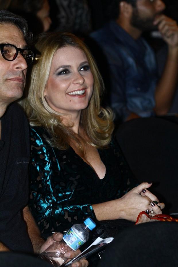 Claudia Abreu em prêmio no Rio (Foto: Raphael Mesquita / Foto Rio News)