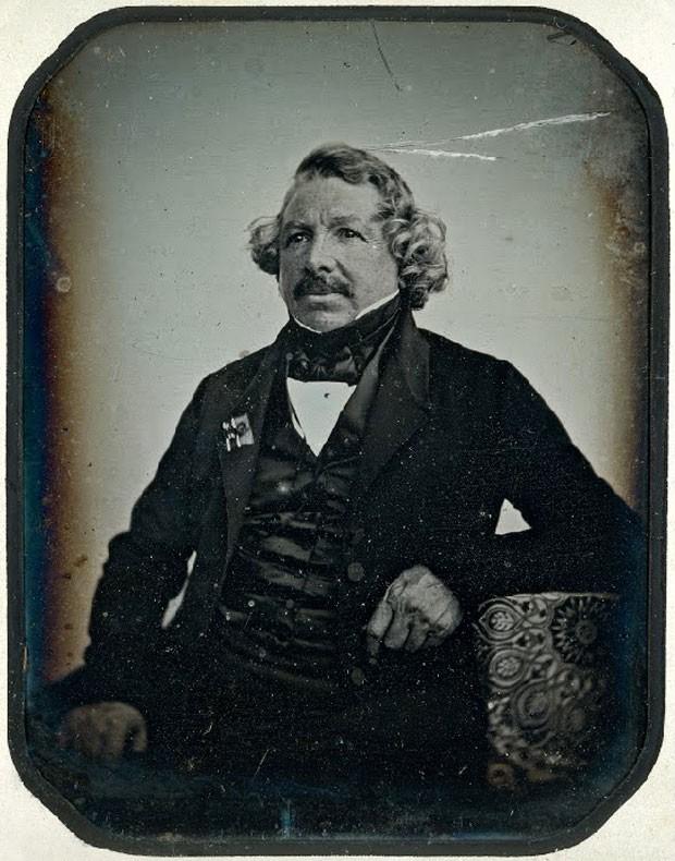Raro retrato de Louis Daguerre, francês inventor da Fotografia. O retrato foi feito pelo daguerreotipista Jean Baptiste Sabatier-Blot em 1844 (Foto: George Eastman House/Google Art Project)