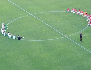 Protesto Bom Senso FC Inter Coritiba (Foto: Tomás Hammes / GLOBOESPORTE.COM)