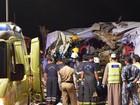 Acidente envolvendo carro, ônibus e caminhão deixa mortos em Omã