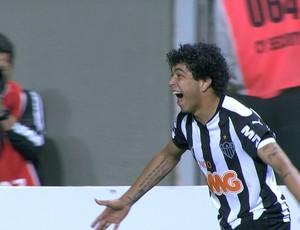 Luan comemora gol diante do Palmeiras