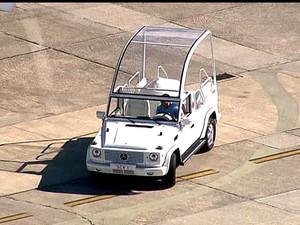 Papamóvel chega no Rio (Foto: Reprodução)