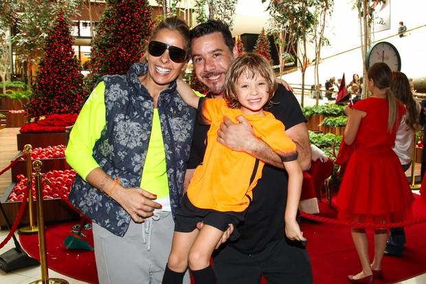 Adriane Galisteu e Alexandre Iodice com o pequeno Vittorio (Foto: Manuela Scarpa/Photo Rio News)