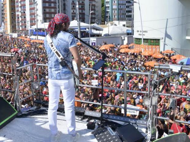 Bell Marques toca para foliões no circuito Dodô (Barra-Ondina) (Foto: Elias Dantas/Ag. Haack)
