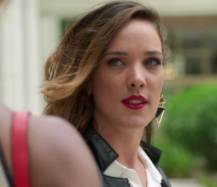 Lorena planeja investigar assunto entre Carolina e Lili (Foto: TV Globo)
