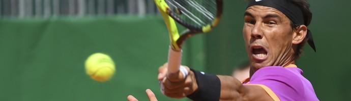 Rafael Nadal na partida contra Kyle Edmund em Monte Carlo  (Foto: Yann COATSALIOU / AFP)