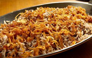 Arroz de lentilhas com cebolas fritas