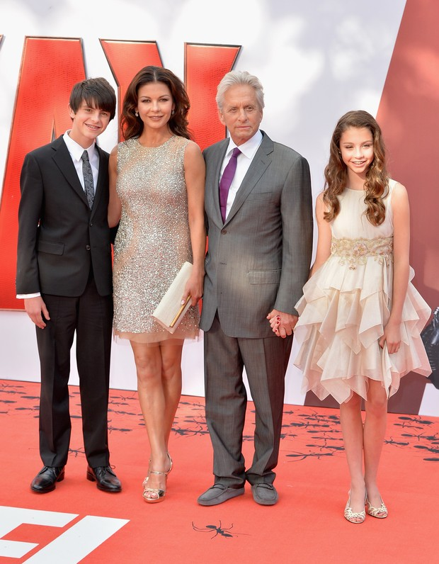 Catherine Zeta Jones com o marido, Michael Douglas, e os filhos do casal Dylan and Carys (Foto: Getty Image)