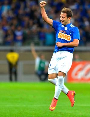 Éverton Ribeiro comemora gol Cruzeiro x Vitória (Foto  Douglas Magno    Agência Estado) 3a27b8d4d631c
