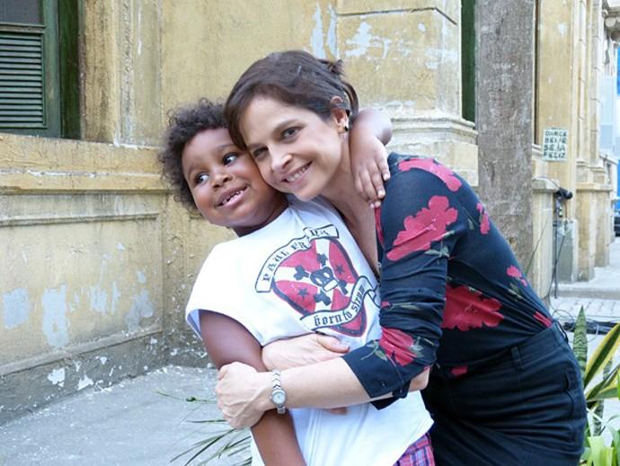 Drica Moares com o filho Mateus (Foto: Bruno Deminco/Gshow)