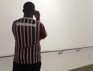 Torcedor agredido Fluminense (Foto: Vicente Seda)