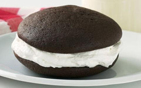 Whoopie de chocolate com recheio de creme de marshmallow