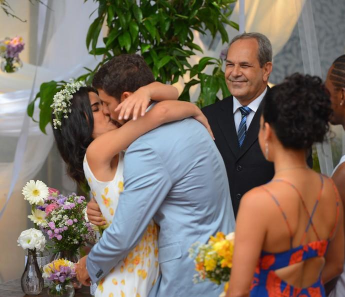 Tóia e Juliano celebram a união (Foto: Pedro Carrilho/ Gshow)