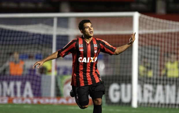 Ederson gol Atlético-PR (Foto: Geraldo Bubniak / Ag. Estado)