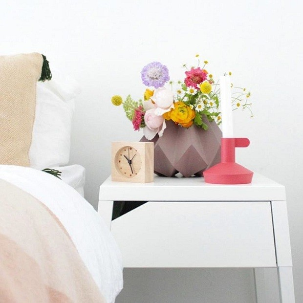 A blogueira monta seus próprios arranjos e afirma que a tarefa não exige técnica. Basta apostar em cores e tamanhos diferentes de flores (Foto: Reprodução/Instagram)