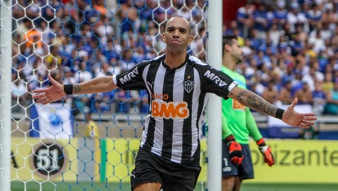Diego Tardelli, atacante o Atlético-MG, comemora gol sobre o Cruzeiro no clássico (Foto: Bruno Cantini)