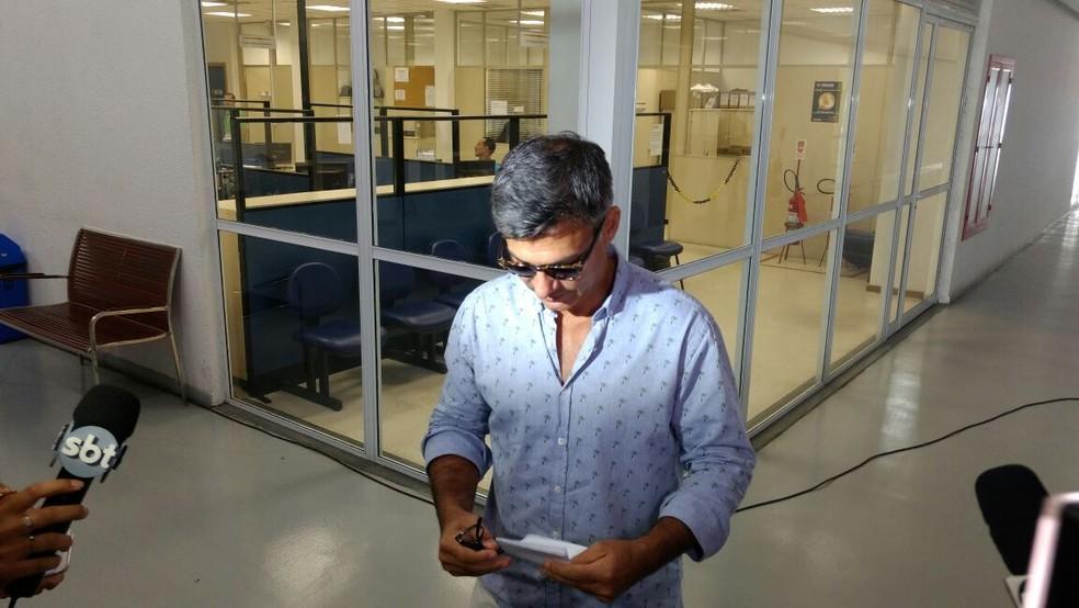 Ator Leonardo Vieira prestou queixa na DRCI (Foto: Nicolás Satriano/G1)
