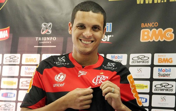 Ramon é apresentado no Flamengo (Foto: Mauricio Val / Vipcomm)