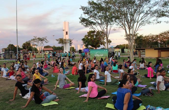 Aulão de yoga marcou o lançamento de 'Sol Nascente' no Piauí (Foto: Katylenin França/Gshow)