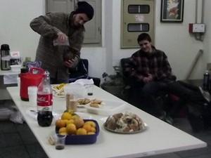 Grupo organizou café da manhã na Câmara (Foto: Márcio Luiz/G1)