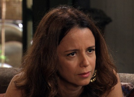Severa diz a Felipe que sabe segredo sobre Melissa