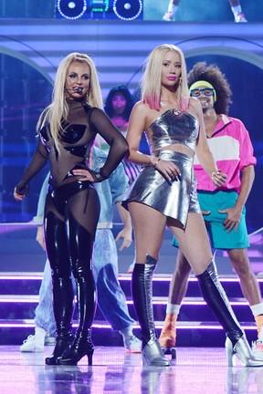 Britney Spears e Iggy Azalea se apresentam no Billboard Music Awards em Las Vegas, nos Estados Unidos (Foto: Denise Truscello/ Getty Images)