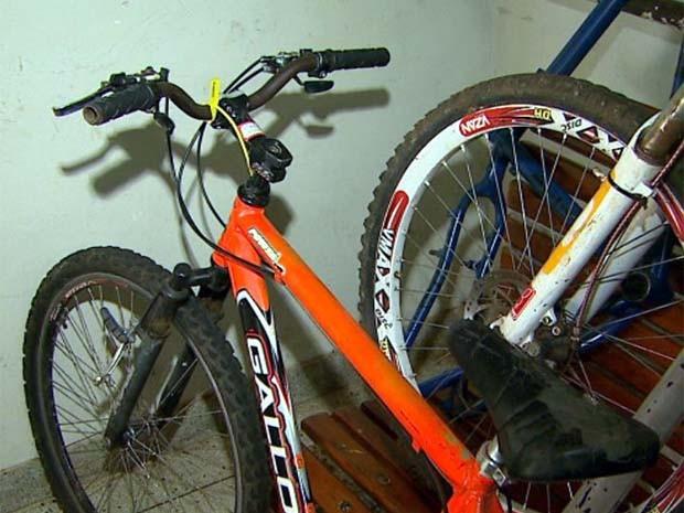 Bicicleta despertou a atenção dos investigadores que foram ao 3º DP (Foto: Alexandre Sá / EPTV)