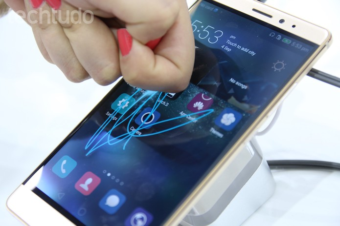 Huawei Mate S traz a tecnologia Force Touch antes do iPhone 6S (Foto: Laura Martins/TechTudo)