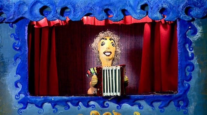 Os pais da Vitória são atores de teatro mamulengo e fizeram um boneco que a representa (Foto: reprodução EPTV)