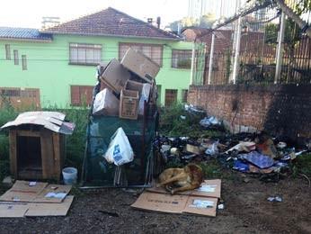 Polícia investiga o caso em Caxias do Sul (Foto: Guilherme Pulita/RBS TV)