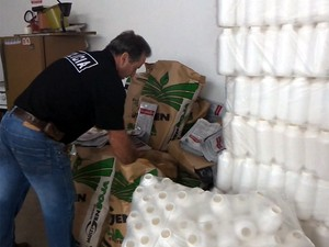 Policiais fecharam laboratório de falsificação de agrotóxicos em Cristais Paulista (Foto: César Tadeu/EPTV)