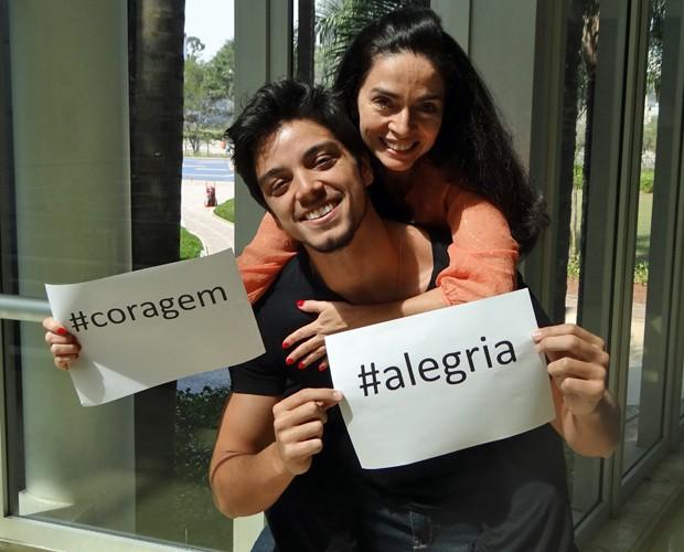 Claudia Ohana e Rodrigo Simas estão no clima da final (Foto: Domingão do Faustão/TV Globo)