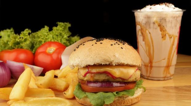 Hamburguer, lanche, famous burger (Foto: Divulgação)