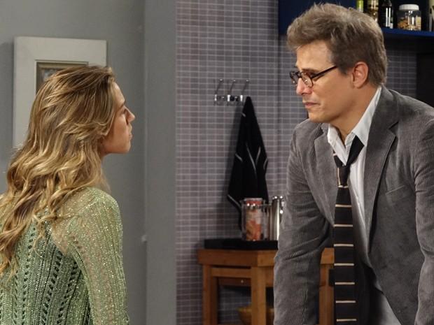 Felipe se recusa a contar toda a verdade para ajudar Vânia (Foto: Guerra dos Sexos/TV Globo)